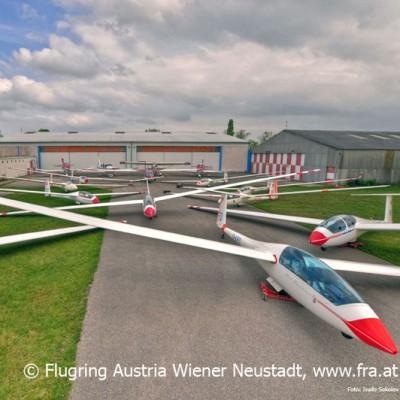 14 vereinseigene Segelflugzeuge